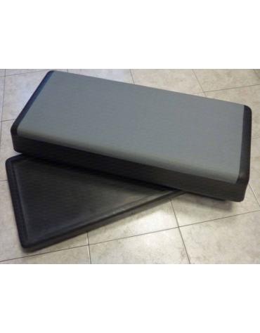 Aerobic step in poliuretano stampato. Dim. cm 89 x 39 x 20.