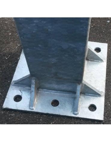 Impianto monotubo con tabelloni in resina melaminica, sbalzo 225 cm., fissaggio a terra con piastra, Certificato UNI-EN 1270.