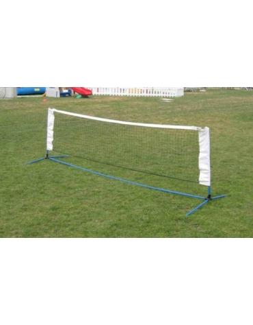 Impianto calcio per perfezionare il palleggio aereo completo di rete.
