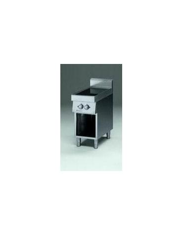 Piano di cottura elettrico in vetroceramica su armadio aperto