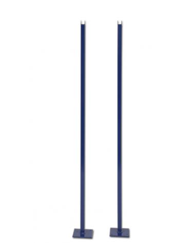 Coppia paletti in acciaio verniciato con base per supporto rete tennis durante gioco tennis singolo