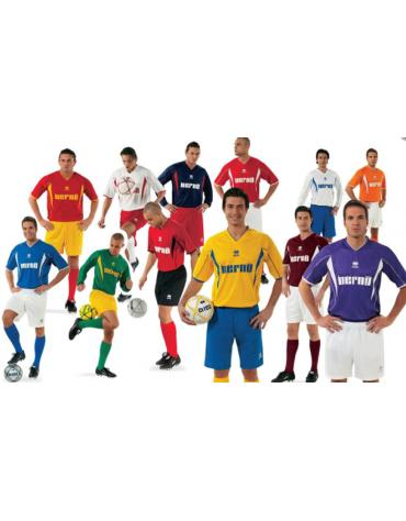 Completo calcio numerato composto di maglia, pantaloni e calze
