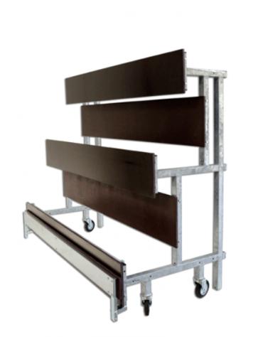 Tribuna componibile da mt 10, con struttura in acciaio zincato e pannelli di seduta e camminata realizzati in legno
