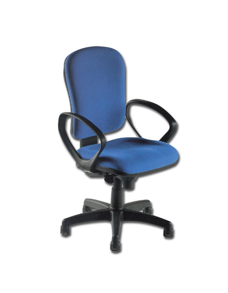 Sedia in tessuto rosso base rotante a rotelle braccioli for Larghezza sedia a rotelle