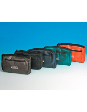 Borsa in nylon colore rosso, provvista di cerniera e tasca esterna con chiusura velcro, cm 22 x 15,5